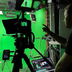 Client in green screen studio at Mediehuset København